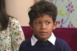 """نجاح طبيب بريطاني بإستئصال الورم عن """"الطفل السلحفاء"""""""