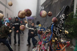 بالصور .. إسبانيا و المهرجان السنوي لرمي اللفت