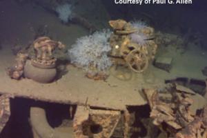 شاهدوا بقايا من سفينة حربية من الحرب العالمية الثانية موجودة تحت الماء تعود لليابان