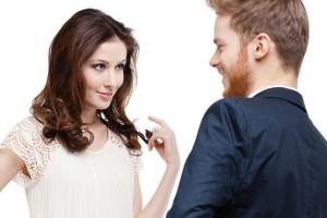 شاركنا برأيك، هل ممكن أن تكون الزوجة الجميلة مقلقة أم مرغوبة؟