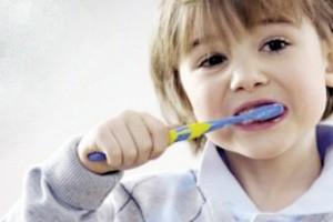 الأسباب الحقيقية وراء مرارة الطعام بعد تنظيف الأسنان بالمعجون!!
