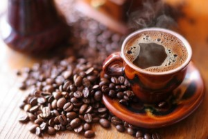 ما علاقة آلام الرأس بعدم شرب القهوة – وما هي أهمية القهوة وأضرارها على الجسم