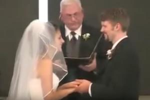 بالفيديو شاهدوا أحلى ضحكة عروس في تاريخ حفلات الزفاف!! تحشيش