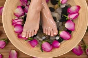 ثلاث وصفات منزلية طبيعية للحد من تعرّق القدمين! للرجال والنساء