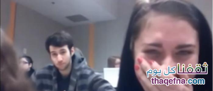 فتيات بالجامعة يقمن بتصوير شاب وسيم داخل المحاضرة، شاهدوا ماذا فعل بالصدفة! فيديو