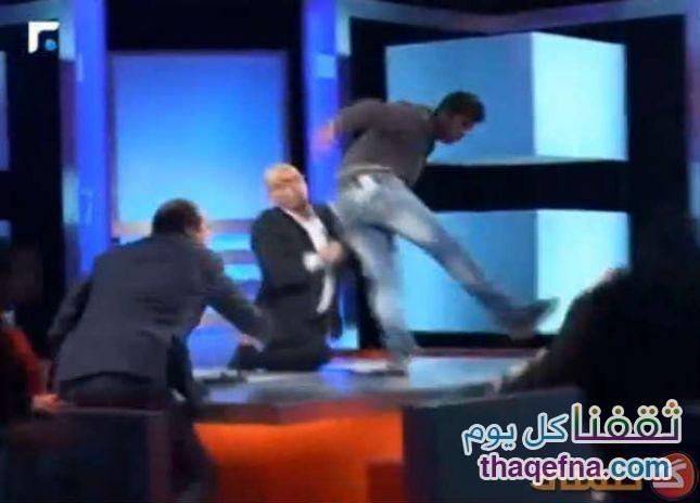فيديو..شاب يضرب أمه على الهواء خلال برنامج تلفزيوني