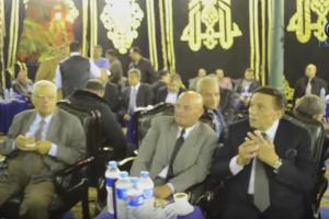 فيديو…  عادل إمام يغازل مذيعة في عزاء