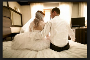 عروس جريئة قامت بتصوير ليلة الدخلة ونسيت الشريط بالفندق، وكانت النتيجة!