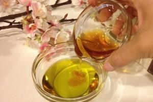 ماسك زيت الزيتون مع العسل..للحصول على بشرة خالية من الحبوب