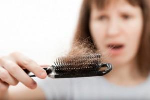 علاج تساقط الشعر ..بطريقة سهلة التحضير.!