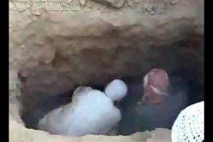 توفي شاب في حادث سيارة وعند تغسيله ودفنه في القبر ظهر شيئا غير متوقع !! تعرفوا على القصة والسر الخطير وراء ذلك