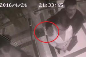شاب يعتدي على فتاة بالمصعد وكيف كانت ردة فعلها وكيف كانت النهاية، شاهدوا بالفيديو