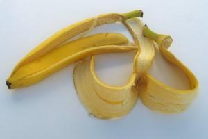 عليكَ أن تأكل الموز بقشره فما هي فوائد قشور الموز ..؟