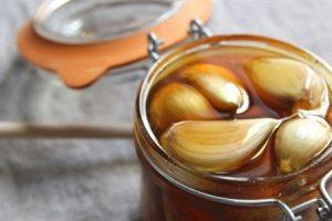 لن تصدقوا ما الذي يفعله عصير الثوم مع العسل في الجسم … ونتائج مذهلة