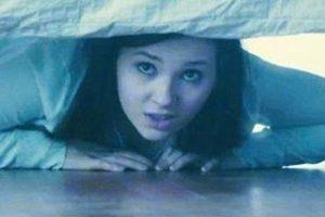 زوجة أرادت كشف خيانة زوجها فاختبئت تحت السرير ليحدث ما لم تتوقعه ،، فما الذي جرى؟
