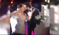 شاهدوا بالفيديو قبلة عمرو يوسف وكندة علوش بعد تقطيع الكعكة في حفل زفافهما وسط أجواء من الفرحة