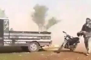بابا شيلني صرخة طفل سوري بعمر الزهور بعد بتر ساقيه بقصف على منزله شمال سوريا يشعل موقع تويتر