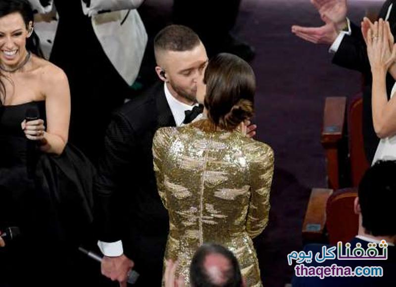 جسيكا بيال وجاستن تيمبرليك يقبلان بعضهما البعض