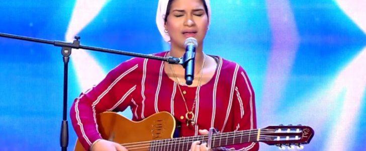 ايمان الشميطي مغربية حامل بشهرها الثامن تحصل على الباز الذهبي في Arabs Got Talent 2017