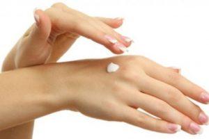 أفضل وصفة طبيعية من أجل تبييض اليدين وتنعيمهما بأسرع وقت وبنتائج مذهلة !!