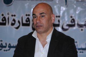 إبراهيم حسن مدير الكرة بالنادي المصري يمتدح أرضية استاد بورسعيد الرياضى أثناء حديثه الصحفي
