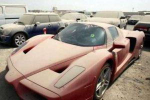 شاهدوا صور سيارات باهظة الثمن تركها أصحابها دون عودة في مطار دبي