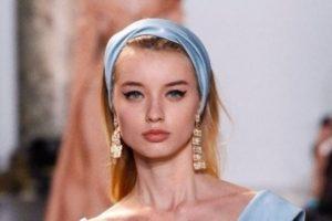 صيحة الفولار الملتف حول الشعر – صيحة جديدة تبعد الملل عن تسريحات الشعر