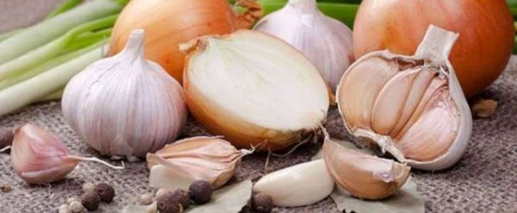 أسهل الطرق من أجل التخلص من رائحة البصل والثوم من الفم وبطرق طبيعية !