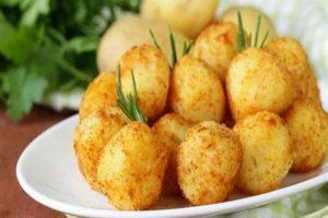 طريقة إعداد كرات البطاطس بالجبن للحصول على أشهى الأطباق الجانبية !