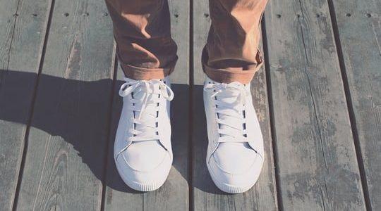 كيفية الحفاظ على الأحذية الرياضية البيضاء بخطوات بسيطة وعلى حسب نوع الحذاء !