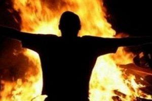 خوفاً من إتهامة بقتله بالمخدرات إماراتي و 4 أفارقة يحرقون صديقهم لإخفاء الجريمة !