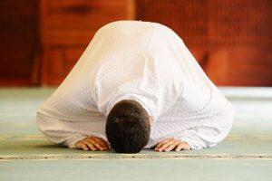 كيف تصلي بالطريقة التي أوصى بها الرسول الكريم؟